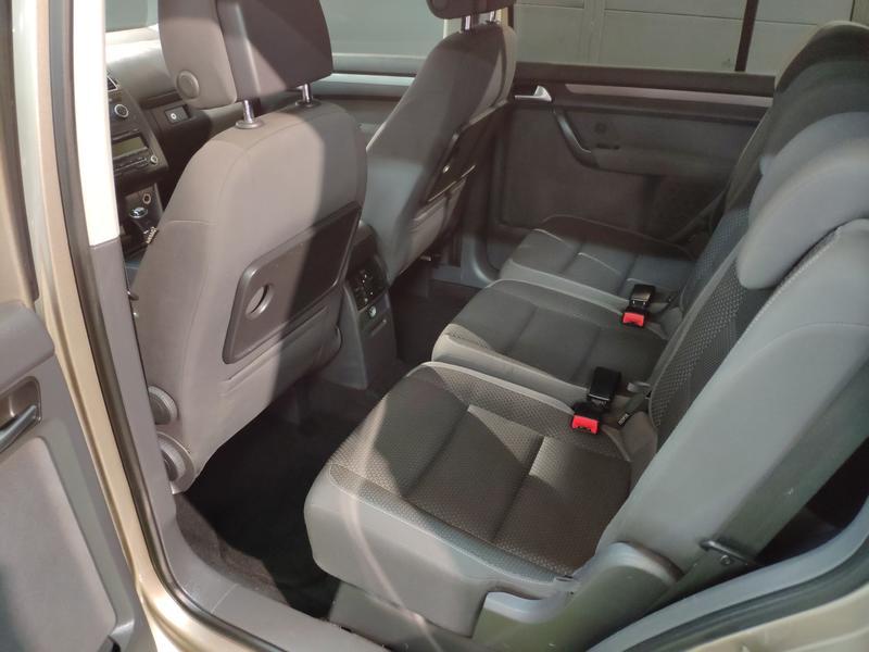 VW TOURÁN 1.6 TDI 105CV (GRIS) - Foto 4